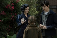 Miss Peregrine (Eva Green) demonstrates one of her many time-bending talents to Jake (Asa Butterfield) and Fiona (Georgia Pemberton). Photo Credit: Jay Maidment.