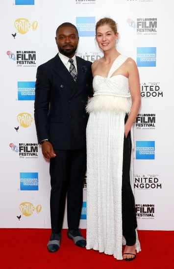 LONDON, ENGLAND - OCTOBER 05: David Oyelowo and Rosamund Pike attend the 'A United Kingdom' Opening Night Gala screening during the 60th BFI London Film Festival at Odeon Leicester Square on October 5, 2016 in London, England. (Photo by John Phillips/Getty Images) *** Local Caption *** David Oyelowo; Rosamund Pike