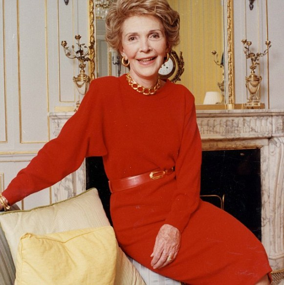 PKT4186-304654 RONALD REAGAN  1989  Nancy Reagan at Claridges Hotel in London.